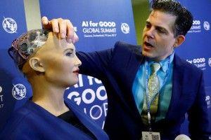 Робот Софія про кохання ще не думає, але інтерв'ю вже роздає