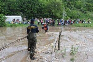 На Хмельниччині річка Смотрич взяла в полон 255 туристів (фото)