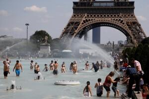 «Зе поплутав!»: європейці масово полізли у фонтани (фото)