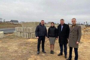Голова облдержадміністрації Юрій Погуляйко ознайомився із будівництвом школи в селі Стобихівка