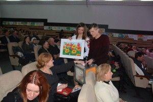 Діти передали гроші від продажу власних малюнків родинам загиблих учасників ООС