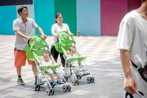 У Китаї тепер замість однієї дитини вимагають трьох
