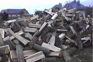 Де купити дрова, торфобрикет у Луцьку? Чому перевагу слід надати твердому паливу?
