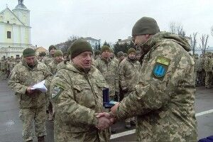 «Дякуємо, що живі!», – волиняни зустріли своїх захисників із фронту (Фото, відео)