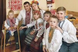 Подружжю, яке повінчалося на Хрещатику під час Помаранчевої революції, Бог подарував п'ятеро дітей