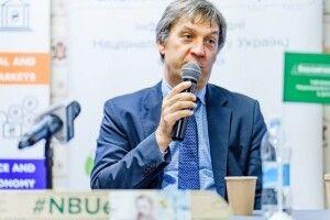 НБУ просить експертів не прогнозувати курс гривні