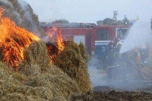 На Волині вогнеборці рятували тюки соломи, які підпалили діти