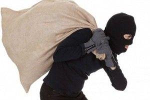 У Дерні глупої ночі на гарячому впіймали магазинного злодія з Костополя