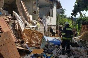 Через вибух газової установки в автомобілі завалився будинок