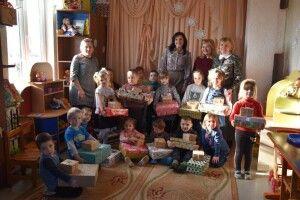 Школярі та дошкільнята Прилуцького отримали подарунки від міської ради та благодійників