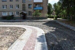 У Луцьку ремонтують один з найбільших дворів (Фото)