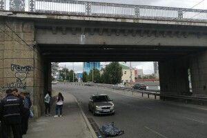 У Києві внаслідок падіння із залізничного мосту розбився чоловік