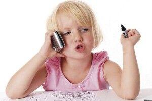 «Поклади телефон! Візьми книжку!»: як відучити дітей від гаджетів