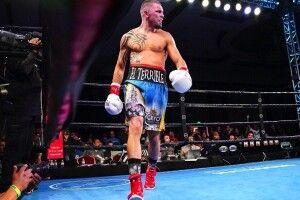Український боксер ефектно нокаутував колишнього чемпіона світу (Відео)