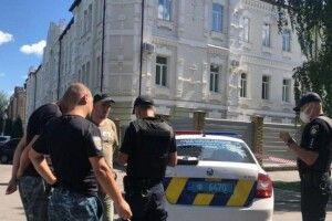 Збройний напад: поліціянт опинився в заручниках (Відео)