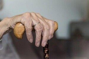 100-літня лондонська лікарка про секрет свого довголіття: віскі треба закушувати бананами