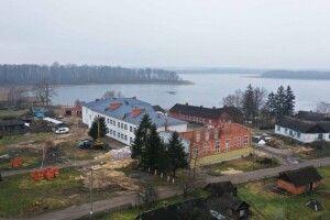 Показали, як в Шацькому районі біля озера будують школу (Фото, Відео)