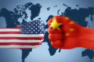 """Китай змушує уйгурів вчити пісні про компартію. Вашингтон покарав його за це """"чорним списком"""""""