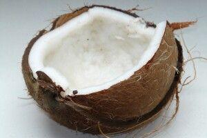 Житель Рівненщини отримав ножове поранення, намагаючись розколоти кокос