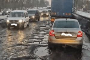 Водії на трасі Рівне Луцьк отримують штрафи через ями на дорозі