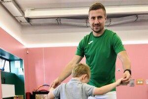 Із футбольного тренера - у реабілітологи: як лучанин за допомогою гри пробуджує мозок дитини