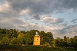 В неіснуючому лемківському селі врятували церковну дзвіницю