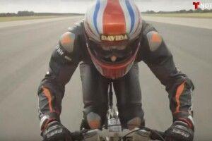 Британець розігнався на велосипеді до 280 кілометрів на годину (відео)