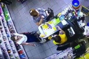 Двоє шахрайок виманили у касирки з Каменя-Каширського тисячу гривень (Відео)