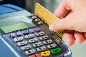 Житель Волині присвоїв чужу кредитку та розраховувся нею у магазинах