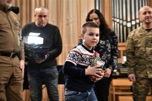Дітям героїв подарували кулони-обереги «Батьківське серце»