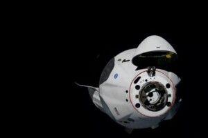 Космічний корабель компанії SpaceX під назвою Crew Dragon успішно зістикувався з МКС