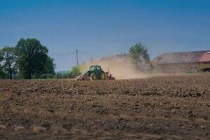 Волинський аграрій платив за розорані землі як за сіножаті