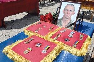 Поранений розвідник  Ярослав Журавель чекав на допомогу, поки в Луцьку показували «отвлєкающіє» шоу з БТРами й піротехнікою