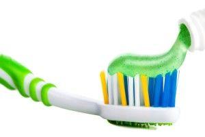 Зубна паста для чистих зубів і… блискучих кранів