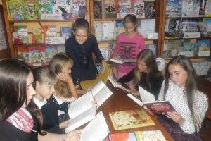 Німецька українка подарувала книги Заболоттівській бібліотеці