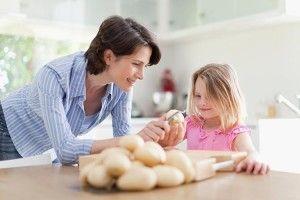 Сто страв господиня зкартоплі зготує, картопля як хліб — вона всіх нагодує!