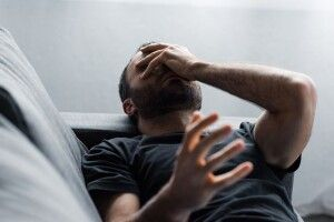 Чоловіки відчувають стрес, коли жінки заробляють більше, і коли менше – теж