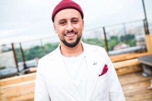 Співак з Луцька «зробив зуби» за гроші мільйонера і кар'єра пішла вгору