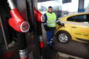 В Україні далі дорожчає бензин