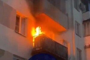 Розвели багаття на балконі: у центрі Луцька пожежа (Відео)