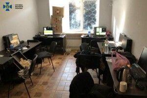 У центрі Луцька кіберфахівці викрили підпільний call-центр: зловмисники крали кошти з рахунків