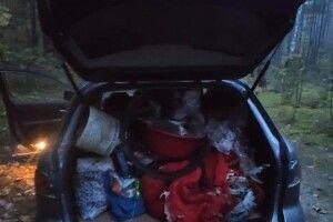 Волинянка прибирає сміття в лісі та пропонує запустити челендж (Фото)