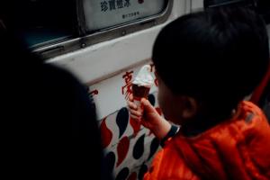 У Китаї коронавірус виявили в морозиві, виробленому з української сироватки