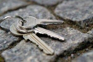 Патрульні спільно з бійцями ДСНС допомогли літній пані, яка згубила ключі від квартири
