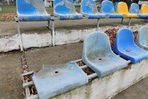 Волинські поліцейські розшукують тих, хто потрощив крісла на стадіоні