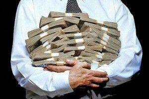 В Україні хочуть урізати зарплати чиновників і членів наглядових рад