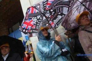 У Києві представники профспілок мітингують під Українським домом