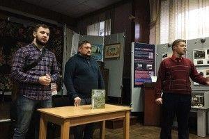 У Рівному військовий волонтер презентував книгу про свої «Дороги до Щастя»