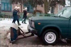 Поліщук перетворив «жигулі»… наснігоочисний бульдозер