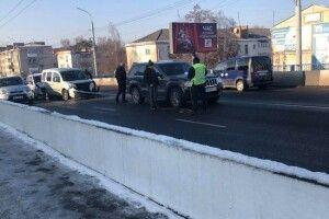У Луцьку на мосту зіткнулися три автівки, рух ускладнений (Фото)